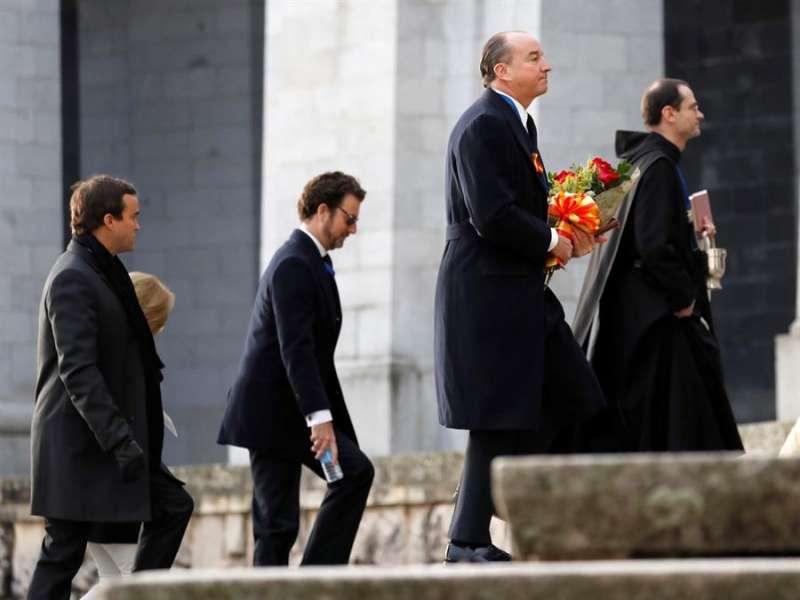 Luis Felipe Utrera Molina, Jaime Ardid Martínez-Bordiú y Francisco Franco Suelves a su llegada ayer al Valle de los Caídos. EFE/Juan Carlos Hidalgo/Pool