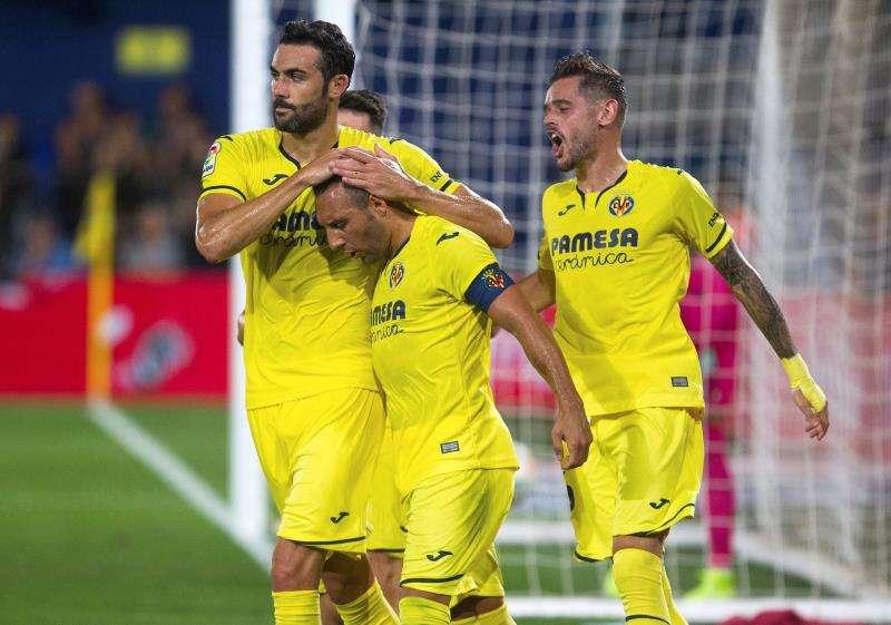 Los jugadores del Villarreal celebran el gol marcado por Santiago Cazorla. EFE Domenech Castelló