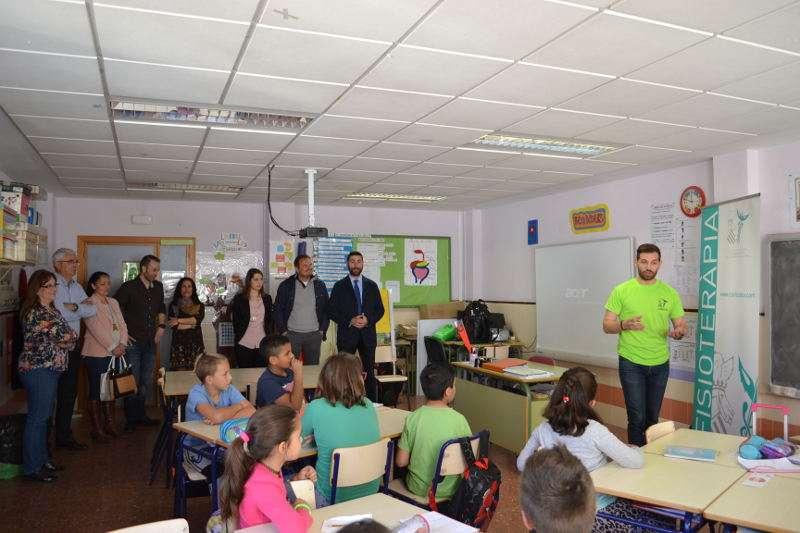 Presentación de la campaña del Colegio de Fisioterapeutas en un centro escolar de Silla. EPDA