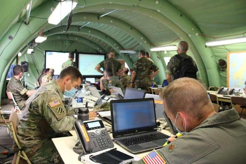 Imagen del trabajo en el Cuartel General de Despliegue Rápido de la OTAN de Bétera. EFE