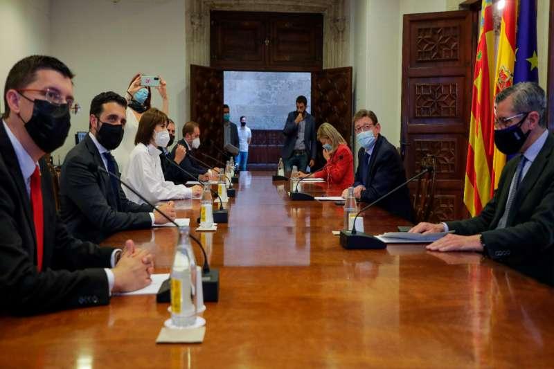 Reuni�n de los alcaldes con los miembros del Consell. / EPDA