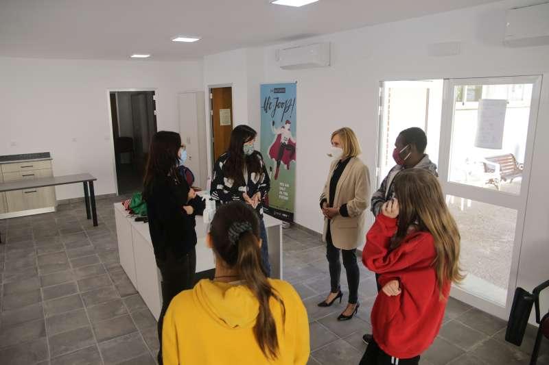 La alcaldesa de Bétera visita el aulario. / EPDA