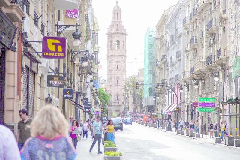 La emblemática calle de la Paz, una de las más transitadas por los turistas. / elvira folguerá