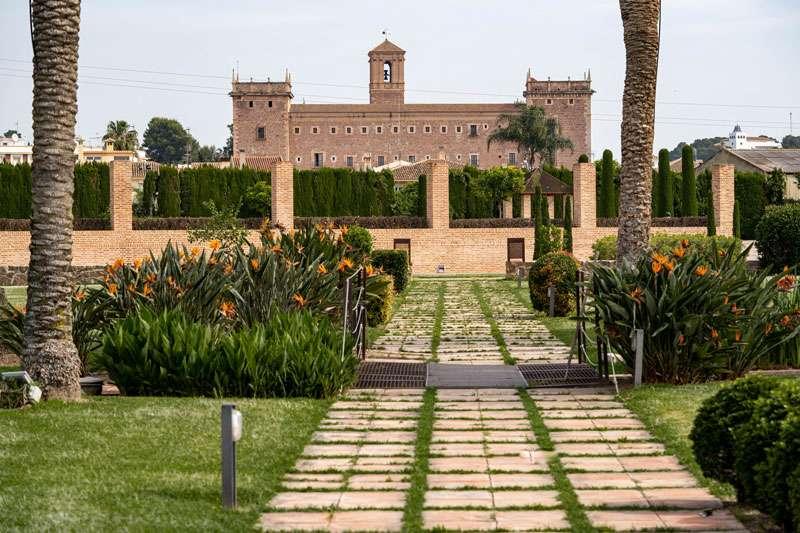 El Huerto de Santa María con el Monasterio de El Puig al fondo. EPDA
