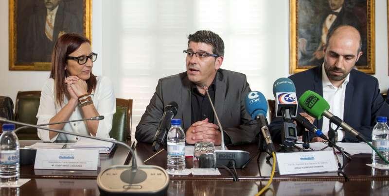 Comparecencia ante los medios de comunicación en la Diputación. //epda