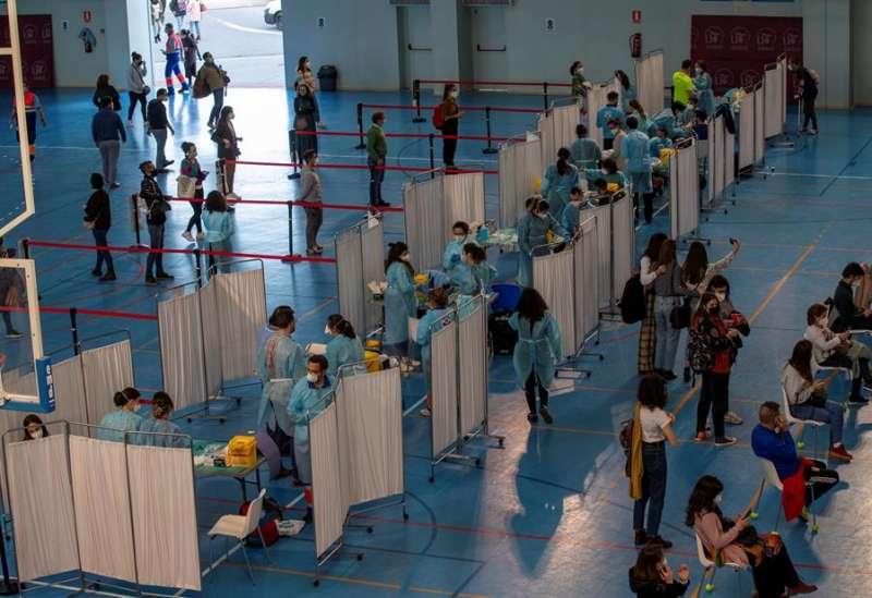 Vacunaci�n en Sevilla esta semana. EFE/Julio Mu�oz