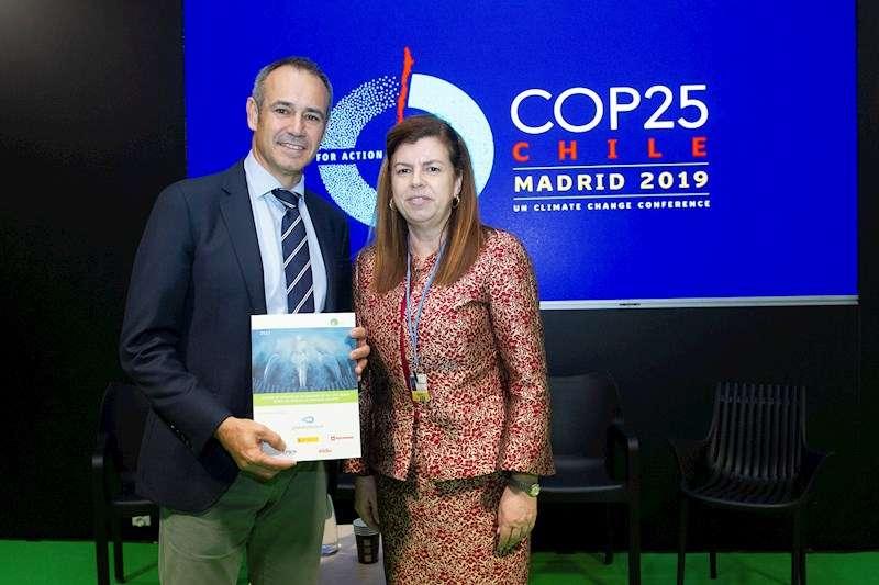 La directora de la Fundación Empresa y Clima, Elvira Carles, y el consejero delegado de Global Omnium, Dionisio García Comín. EFE