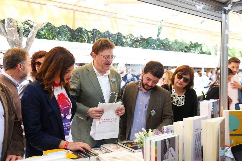 En un stand de la Feria del Llibre de València.