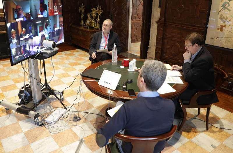Ximo Puig analiza con los departamentos de salud la situación de los centros sanitarios ante la emergencia del coronavirus