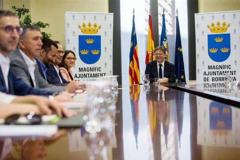 El President de la Generalitat, Ximo Puig, preside la sesión plenaria en el Salón de Plenos del Ayuntamiento de Burriana. EFE