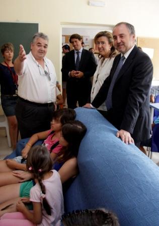 El conseller de Justicia y Bienestar Social, Jorge Cabré, visita el centro de acogida y centro de menores