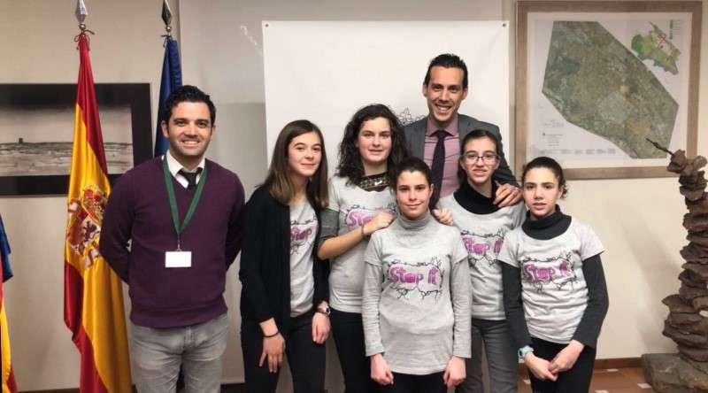 Recepción de las niñas en el Consistorio de Paterna. EPDA