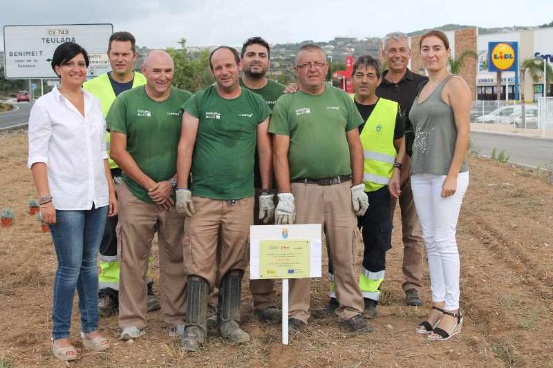 Participantes del taller de ocupación con la concejal de empleo y responsables del área