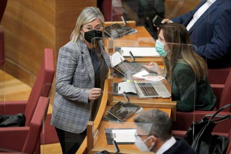 La portavoz adjunta de Ciudadanos en Les Corts, Mamen Peris junto a su compañera de partido María Quiles. EFE