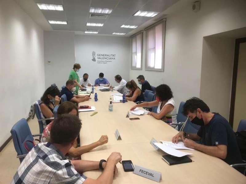 Momento de la firma del acuerdo con las organizaciones empresariales y sindicales de centros concertados de la Comunitat Valenciana