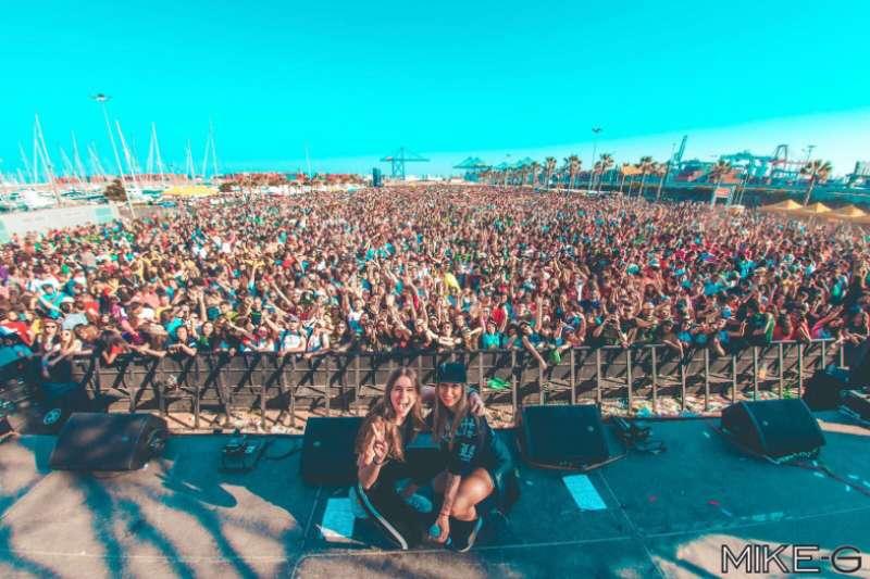 Miles de jóvenes disfrutan del festival durante la edición del año pasado. / epda