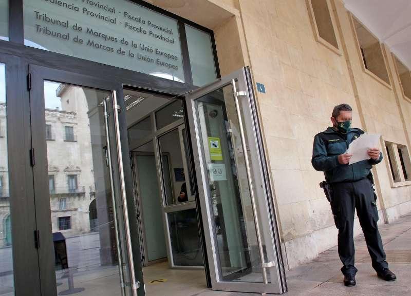 Imagen de archivo de la entrada principal de la Audiencia Provincial de Alicante.EFE