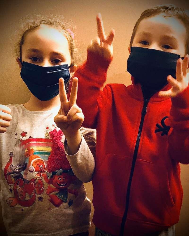 Niños con mascarillas infantiles. / EPDA