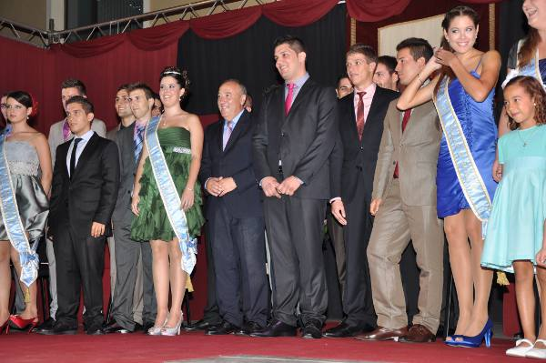 El alcalde de La Pobla de Farnals en la presentación de los festeros y las festeras. EPDA