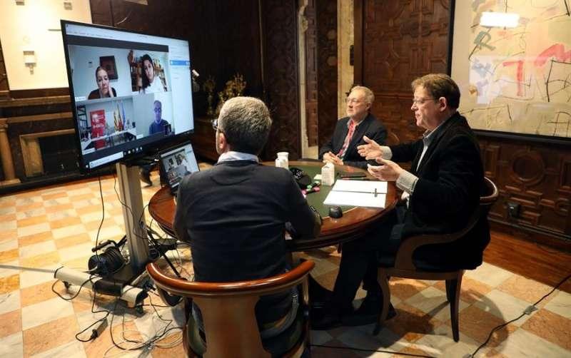 El president de la generalitat, Ximo Puig, se ha reunido con representantes del sector hotelero. Foto cedida por la Generalitat. EFE/Generalitat
