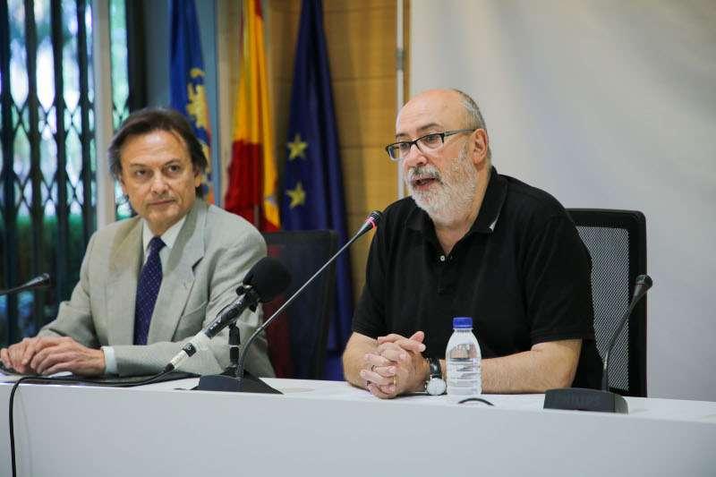El conseller de Transparencia, Responsabilidad Social, Participación y Cooperación, Manuel Alcaraz, con el presidente de esta organización en España, Jesús Lizcano