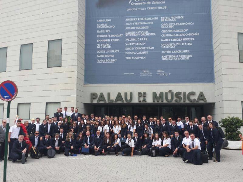 Foto de familia en la puerta del Palau de la Música de Valencia. FOTO EPDA