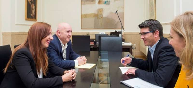 Civera y Pérez conversan con Jorge Rodríguez. EPDA