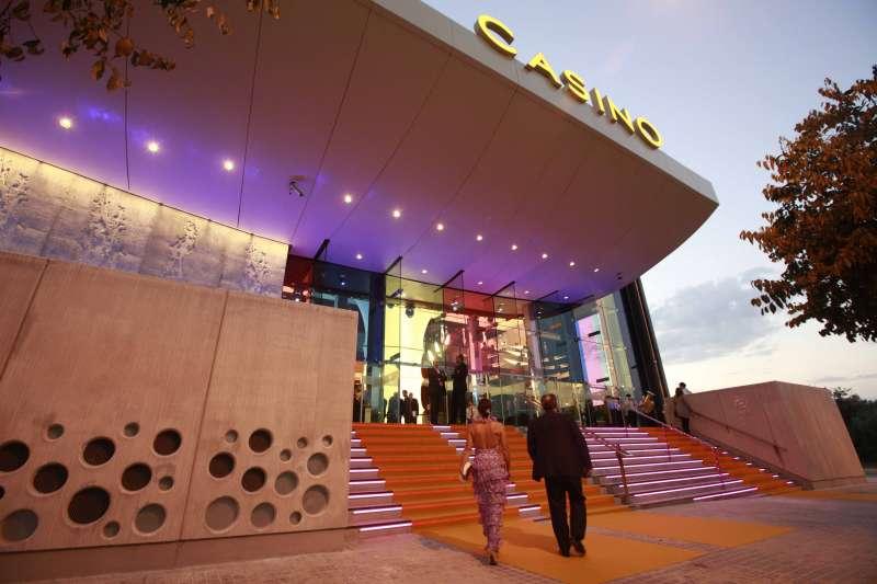 Entrada al Casino Cirsa Valencia.