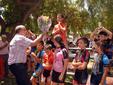 El peri�dico de aqu� -Els esportistes reberen un obsequi per la seua participaci�
