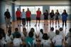 El peri�dico de aqu� -Jugadores del Fertiberia y jugadoras del BM Morvedre con los escolares. EPDA