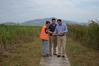El peri�dico de aqu� -Los concejales Sergio Muniesa y Paco Villar, durante su visita a la marjal. FOTO: EPDA