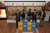 El peri�dico de aqu� -Vicente Tejedo, director general de Calidad Ambiental; los jugadores Jos� Gay� y Rodrigo; Jaime Mel�ndez, gerente de Marketing de Ecoembes, y Manolo M�s, del departamento de Comunicaci�n Valencia CF. FOTO: EPDA
