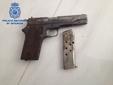 El peri�dico de aqu� -Los agentes intervinieron un arma entre otros objetos y sustancias. FOTO: GC