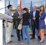 El peri�dico de aqu� -Sancho con el equipo de La Gaceta en la inauguraci�n de Mas Camarena. FOTO EPDA
