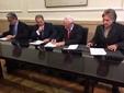 El peri�dico de aqu� -Imagen de la firma del acuerdo. FOTO: EPDA