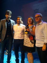 El peri�dico de aqu� -Los representantes del MIM reciben el premio