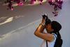 El peri�dico de aqu� -Una de las participantes tomando una foto. //EPDA