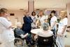 El peri�dico de aqu� -El presidente Rus y las diputadas Mora y Navarro con los residentes. FOTO DIVAL