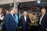 El peri�dico de aqu� -Rus, con Sanju�n, Medina y el alcalde de Anna, Miguel Ram�rez. FOTO: DIVAL