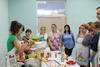 El peri�dico de aqu� -Los asistentes salieron muy contentos de este taller, ya que aprendieron a cocinar otro tipo de cocina y con alimentos sanos. Foto: EPDA.