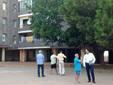 El peri�dico de aqu� -El edil de Presidencia con los vecinos en el barrio. EPDA