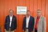 El peri�dico de aqu� -Enrique Feduchi, Francesc Fern�ndez y Juli�n Castelblanque tras descubrir la placa conmemorativa.
