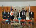 El peri�dico de aqu� -Representantes de la UPV y Edem, durante la firma del acuerdo